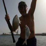 Pescare Due Pesci Insieme con la Montatura a Due Ami